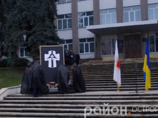 Мітинг пам'яті жертв Голодоморів в Острозі 2017 року
