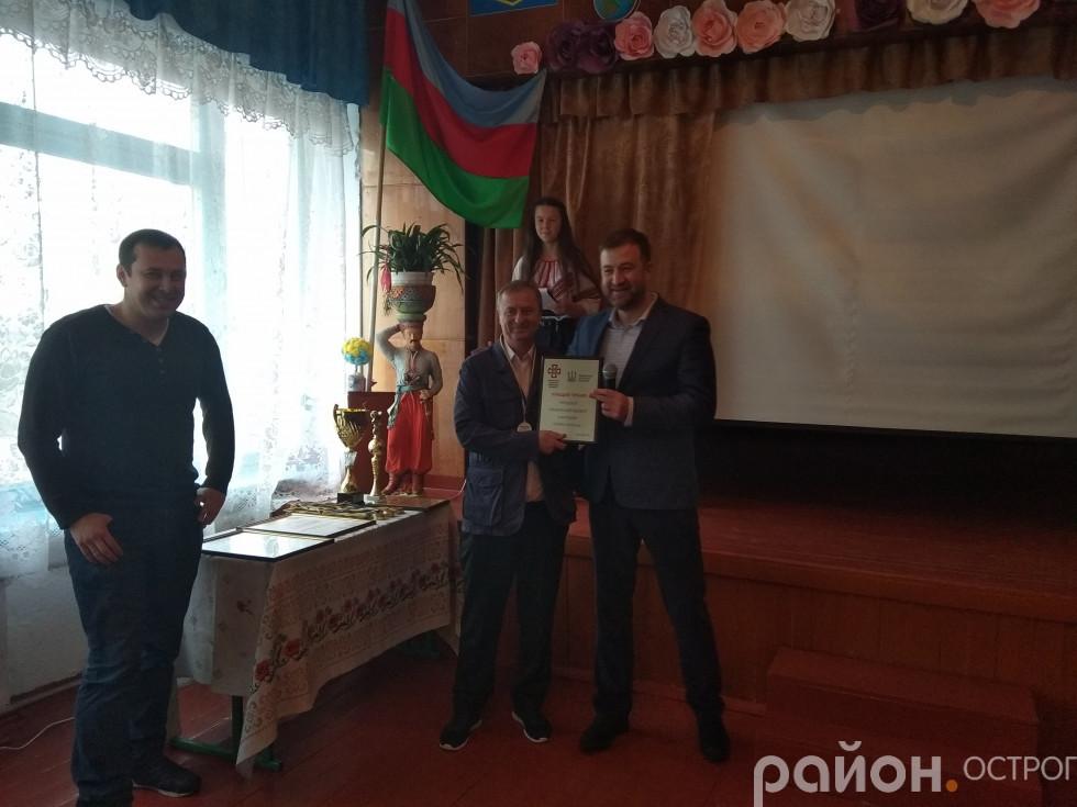 Нагороду отримує тренер Микола Кулінець