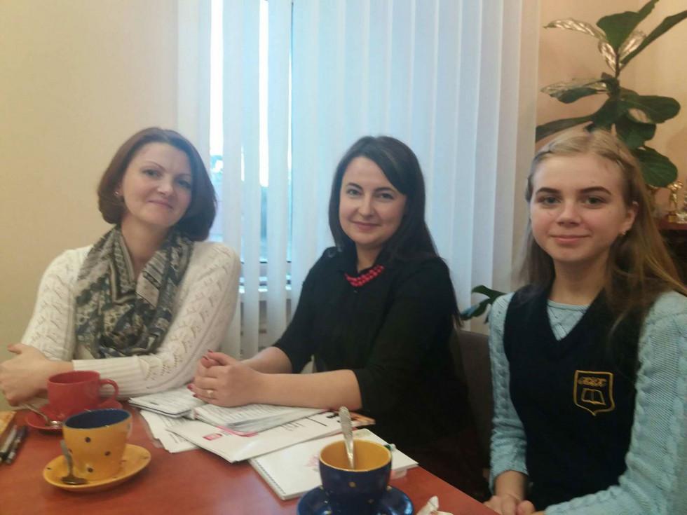 Ольга Лозюк, Ольга Стецюк, Анна Лавренюк на каві з мером