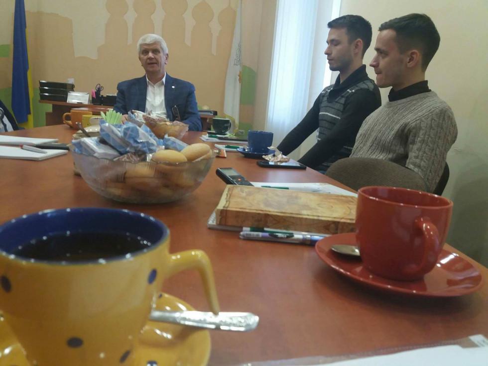 Зустріч мера Острога з молоддю а чашкою кави