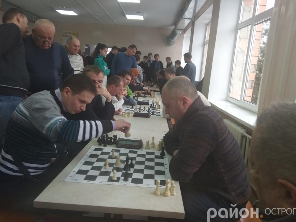 Змагання за третє місце з-поміж місцевих (на фото ліворуч Валентин Шаранський)