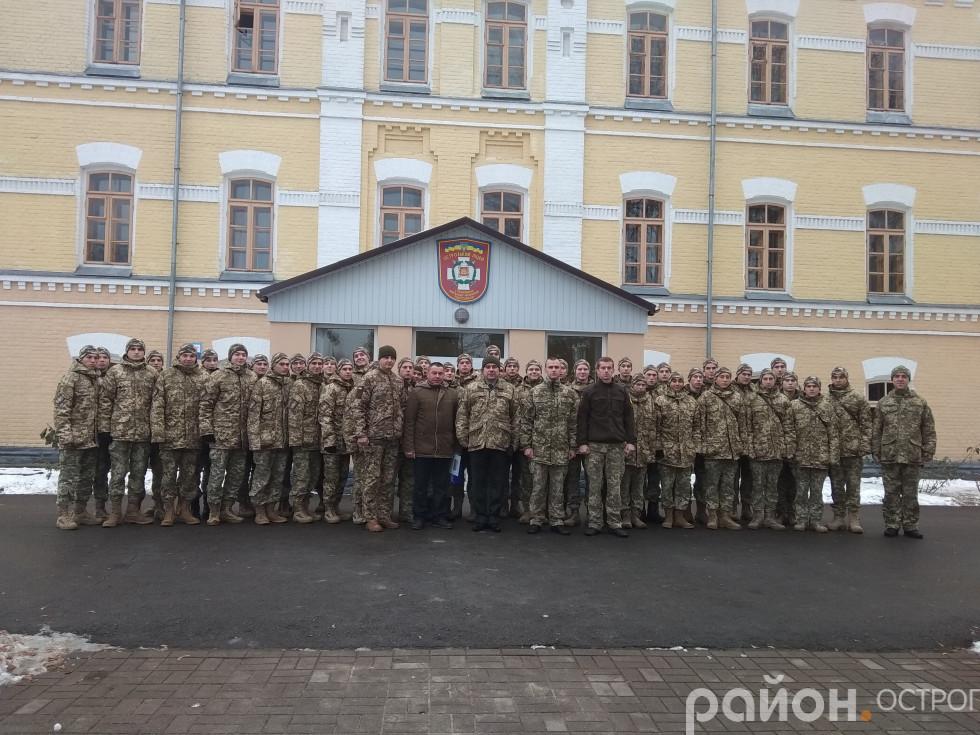 Фото курсантів із сучасними героями
