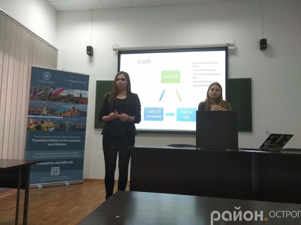 Олександра Фомін і Надія Симоненко - представниці ініціативної групи зі створення Молодіжної ради