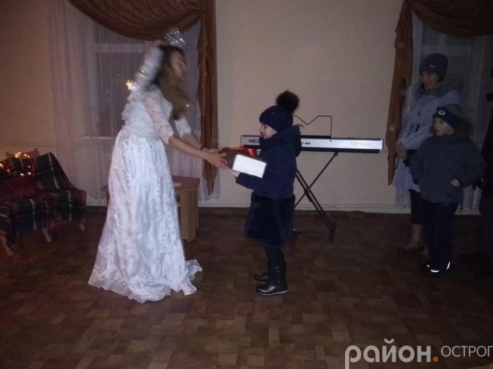 Ангел перечитує листи до Миколая