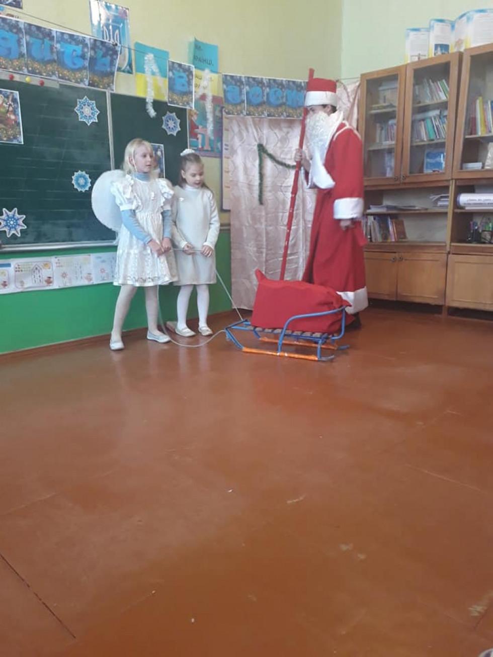А Миколай привіз подарунки