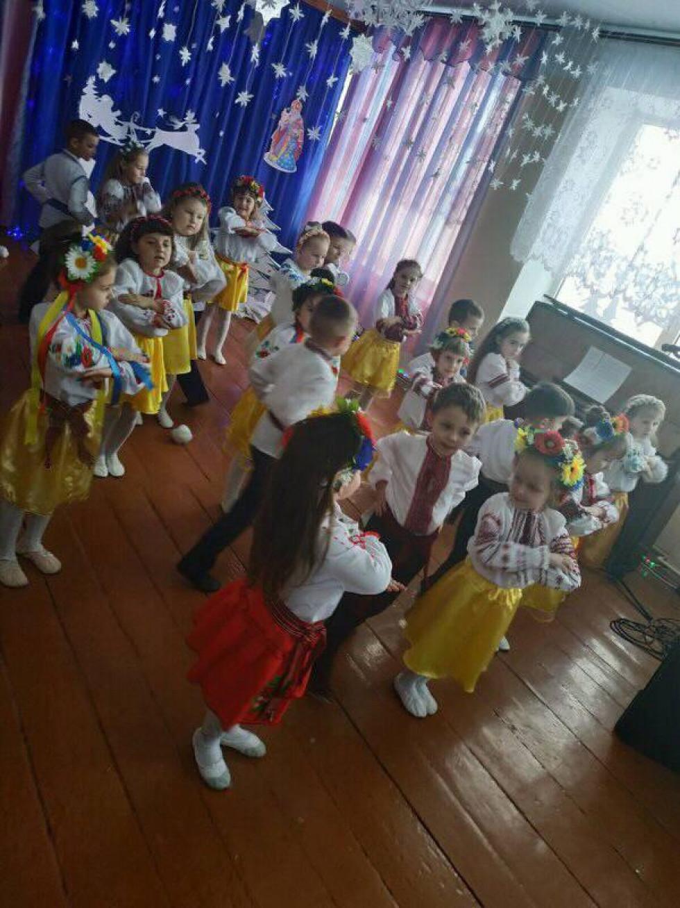 Веселі таночки для Миколая та гостей