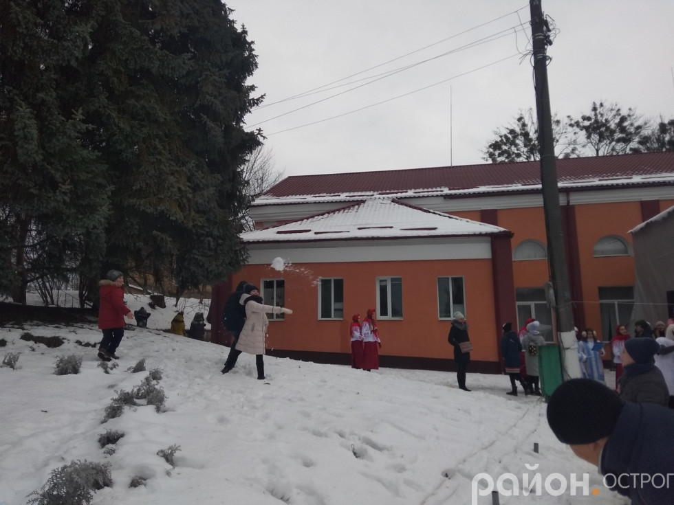 Новий рік зі снігом дав змогу пограти сніжки