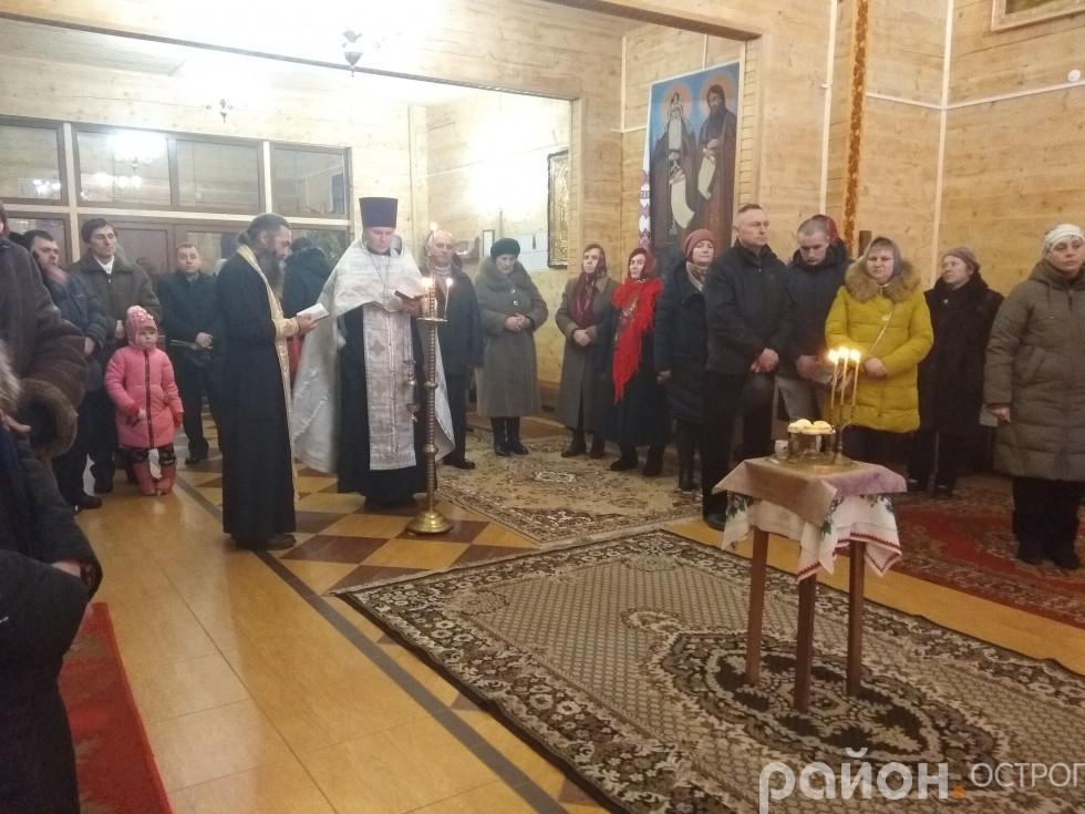 Вечірня служба у Свято-Миколаївському храмі