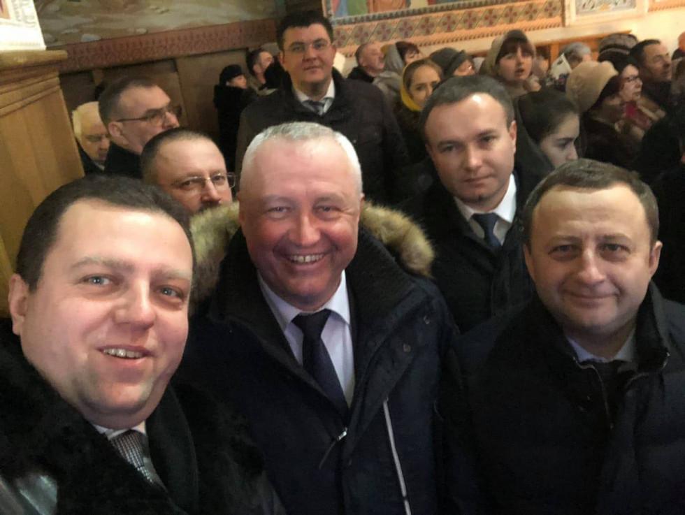 Депутати від Острожчини перед подячним молебнем