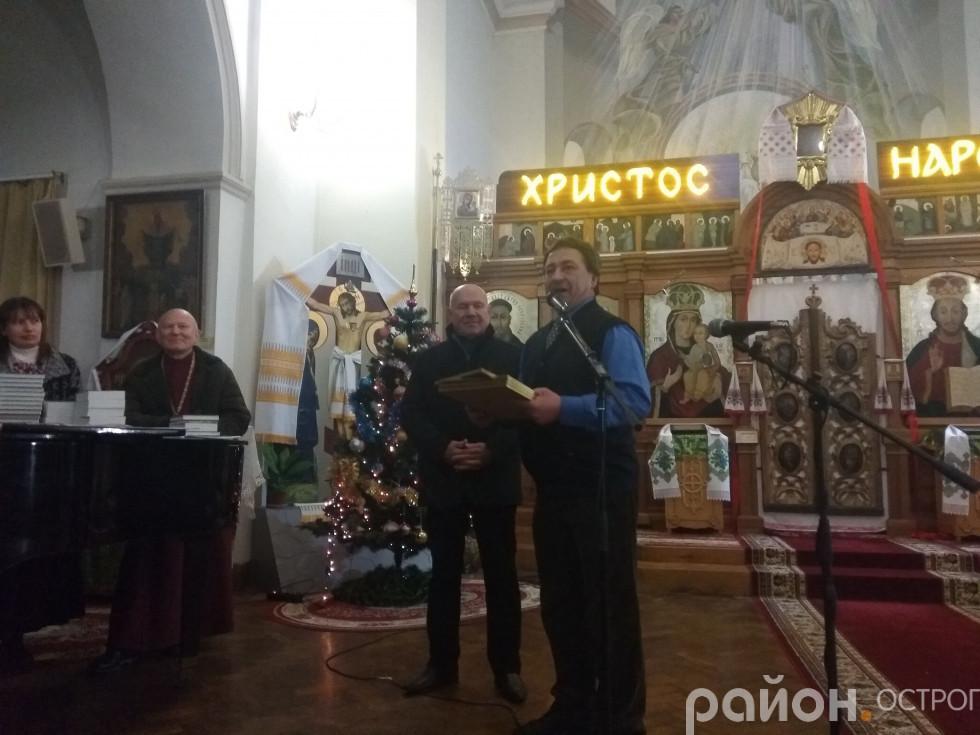 Диплом отримує ректор НаУОА Ігор Пасічник