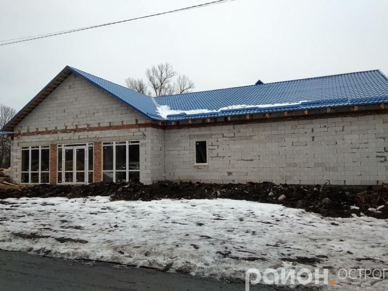 Будівництво амбулаторію в Плоскому