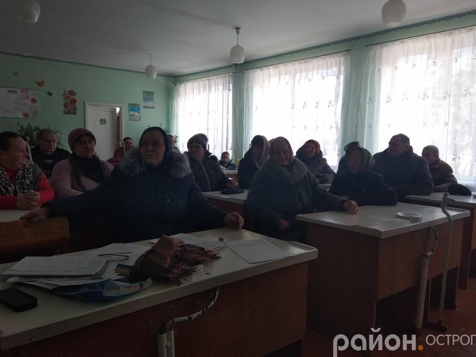 Присутні на зборах селяни хочуть приєднатися до ПЦУ