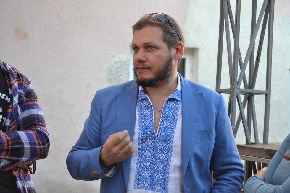 Сергій Опря під час виборчої кампанії в Острозі, 2015 р.