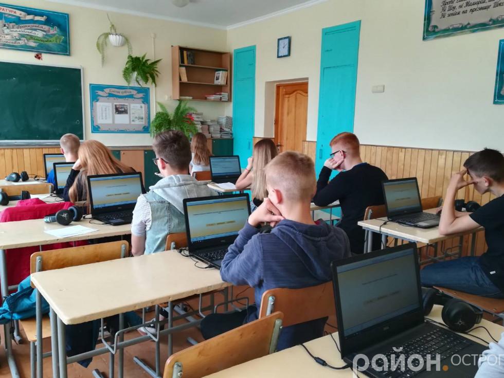 Школярі проходять профорієнтаційне тестування в своєму навчальному закладі