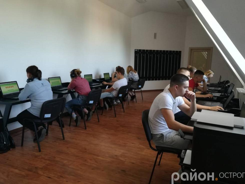 Студенти проходять тестування на базі НаУОА
