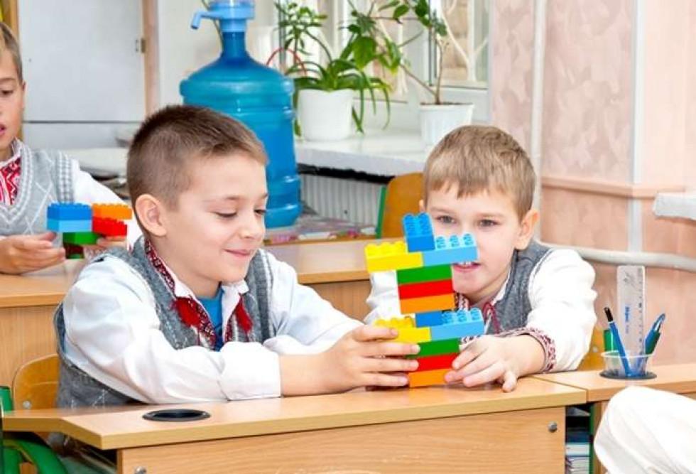 Усі перші класи в Україні, безкоштовно отримають набори LEGO