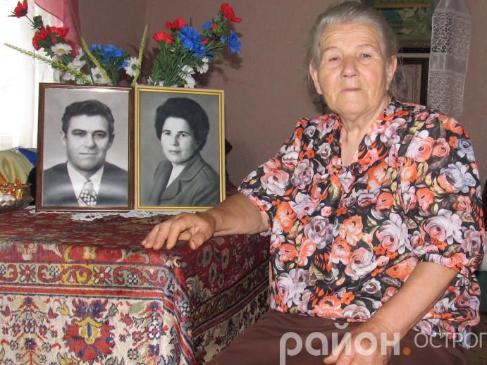 Марія Олександрівна зі світлиною чоловіка
