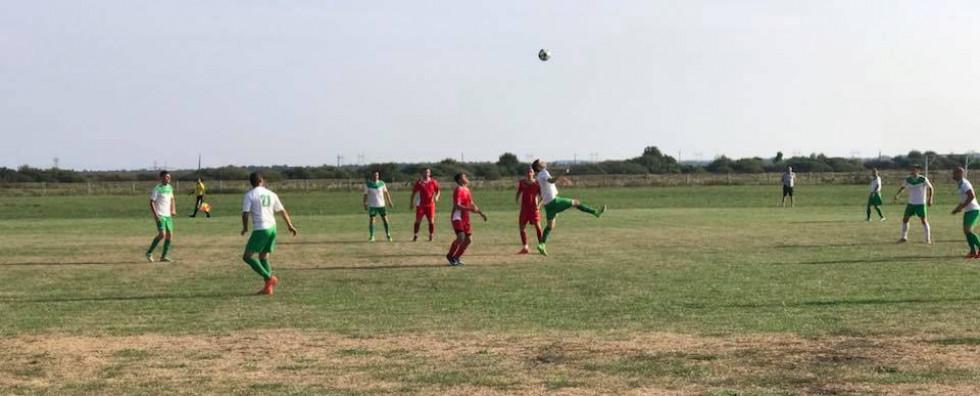Футбольні миттєвості на сільському стадіоні Вельбівного