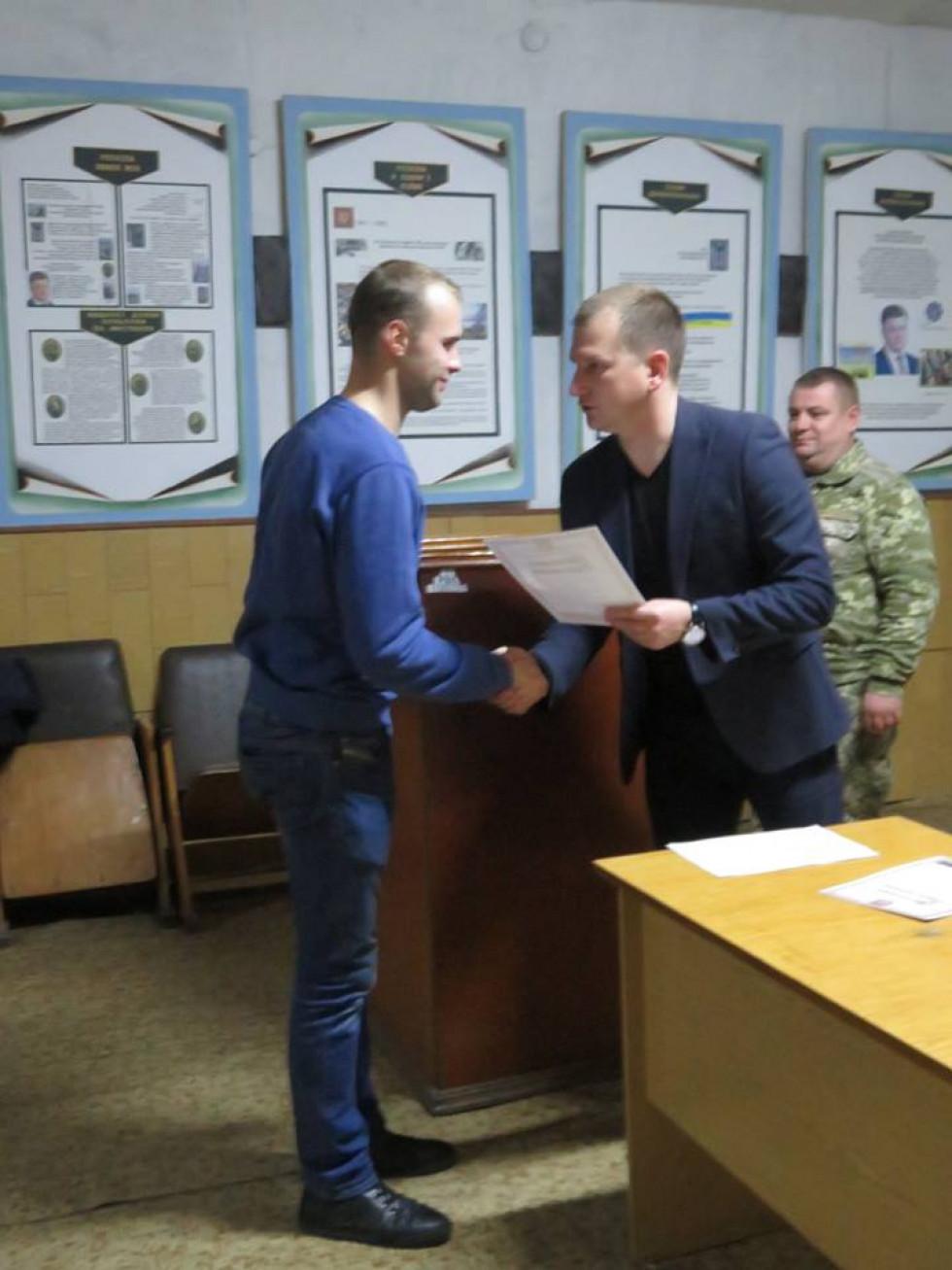 Віталій Черних отримує відзнаку голови Острозької РДА (грудень 2018)