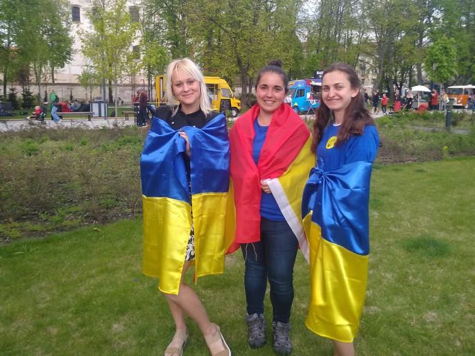 Марина Шевчук перша праворуч