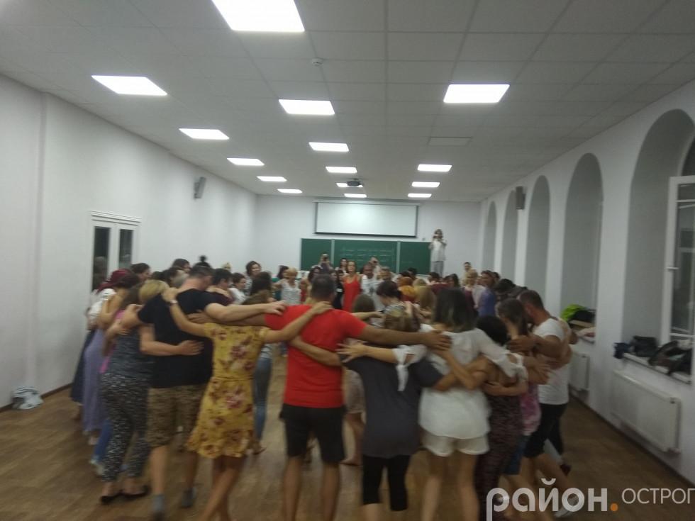 Гуцульський танець аркан на вечорі українських традицій