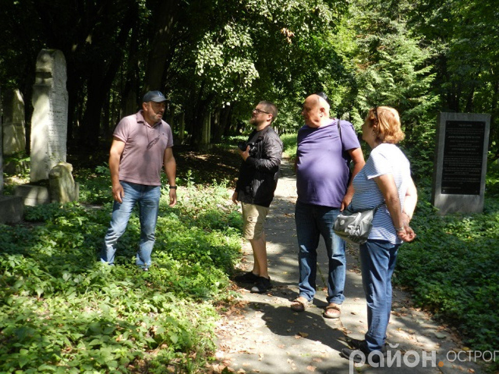 Григорій Аршинов допомагає дізнатися історію острозьких євреїв