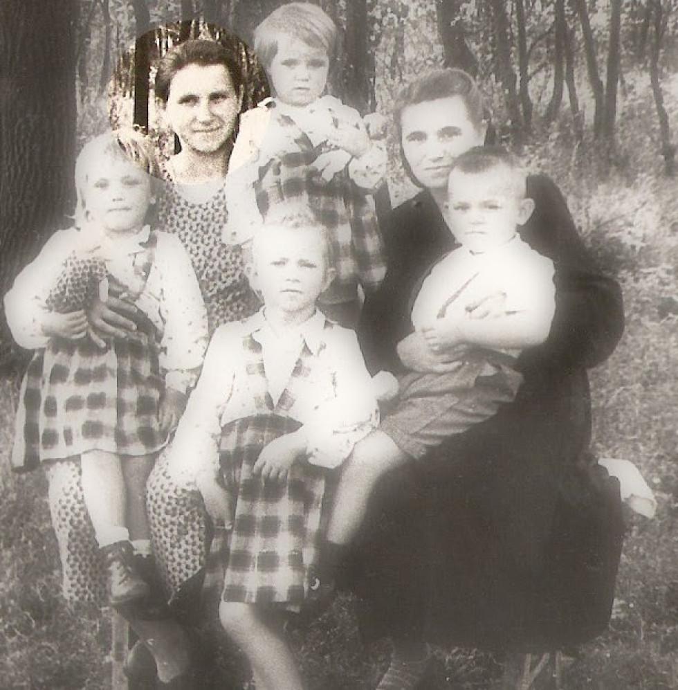 Героїня зі своїми дітьми